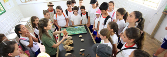 Passeio escolar leva estudantes para conhecer a Reserva Biológica Estadual do Aguaí