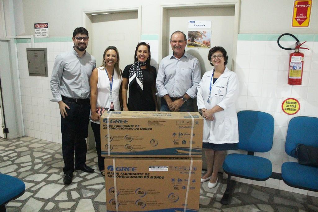 Apoio às comunidades: Rio Deserto doa aparelho de ar condicionado para Hospital de Urussanga