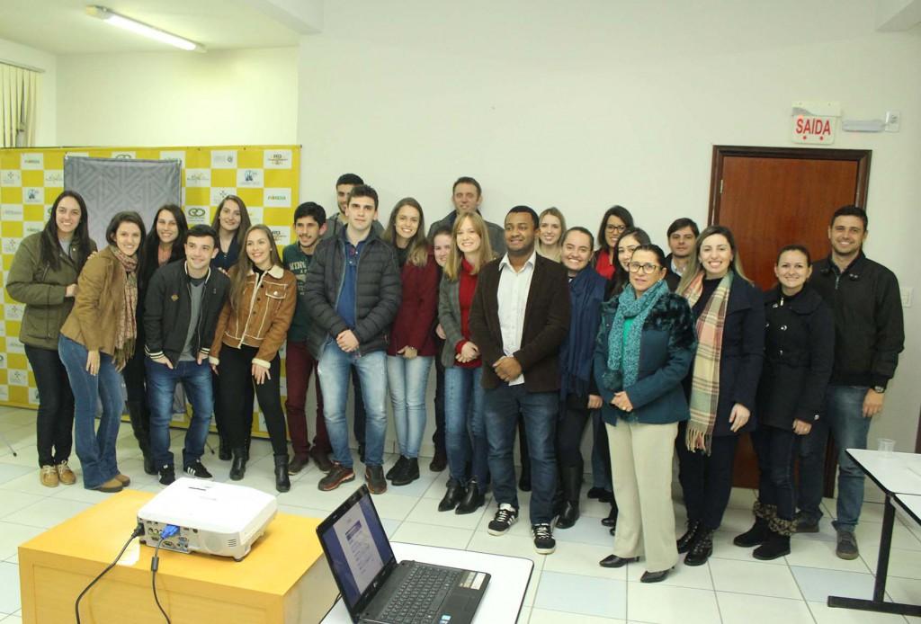 Rio Deserto recebe estudantes de Engenharia Química, da Unesc, para apresentação de estudo relacionado à Ativação de Finos de Rejeito de Carvão