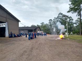 Treinamento de combate a incêndio é realizado na Unidade Metalúrgica, da Rio Deserto