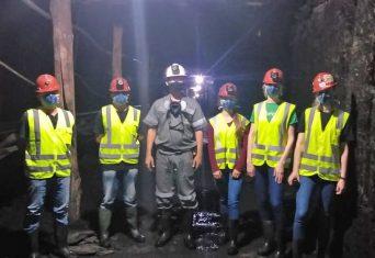 Estudantes de Engenharia de Minas, da UniSATC, visitam unidade da Rio Deserto