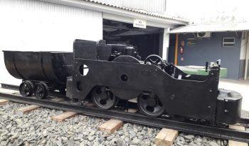 Locomotiva e vagoneta em exposição na Unidade de Extração Mina 101, da Rio Deserto, destacam história da mineração
